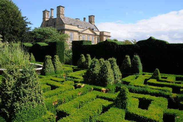 Cotswold gardens showing house with maze