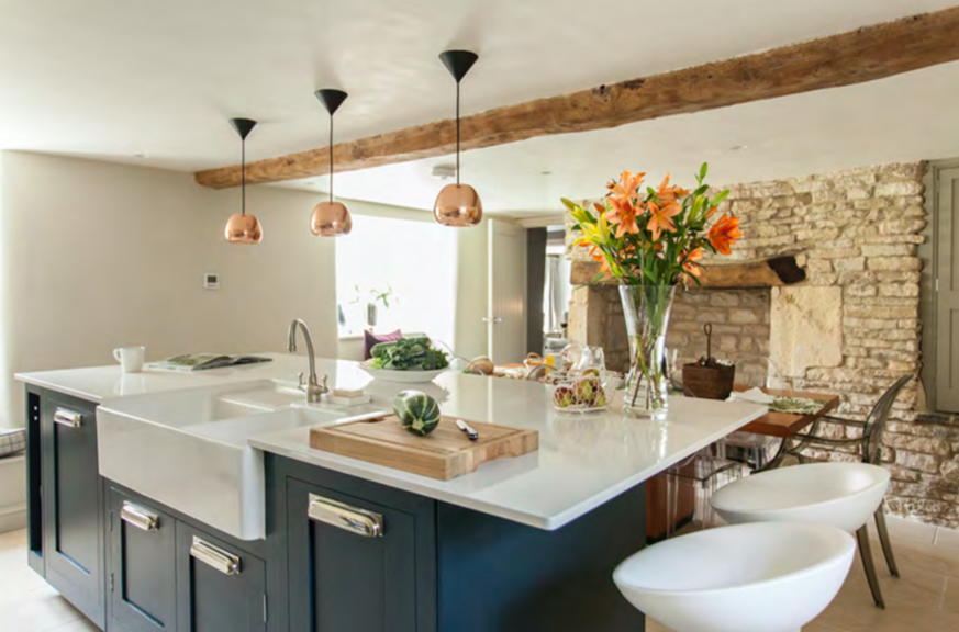 Complete re-design bespoke kitchen for Cotswold Holiday Cottage near Cirencester – by Astman Taylor