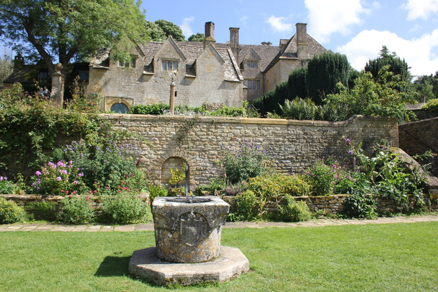 Cotswold gardens Snowshill Manor and garden