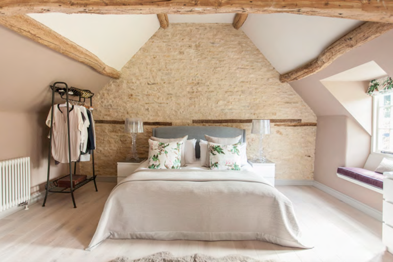 Westerleigh Cottage master bedroom - by Astman Taylor