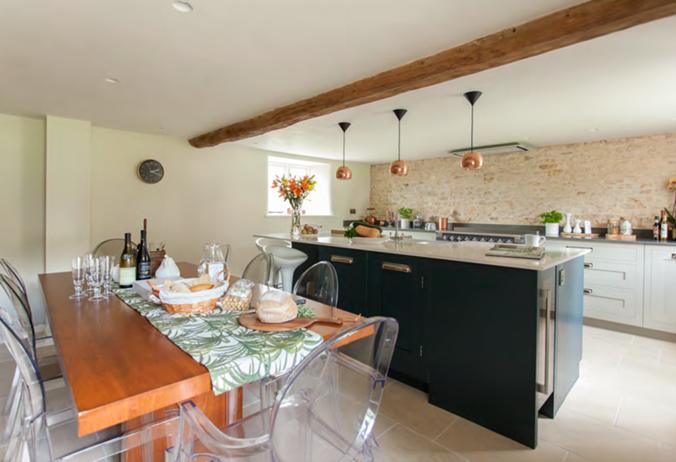Westerleigh Cottage kitchen diner - by Astman Taylor